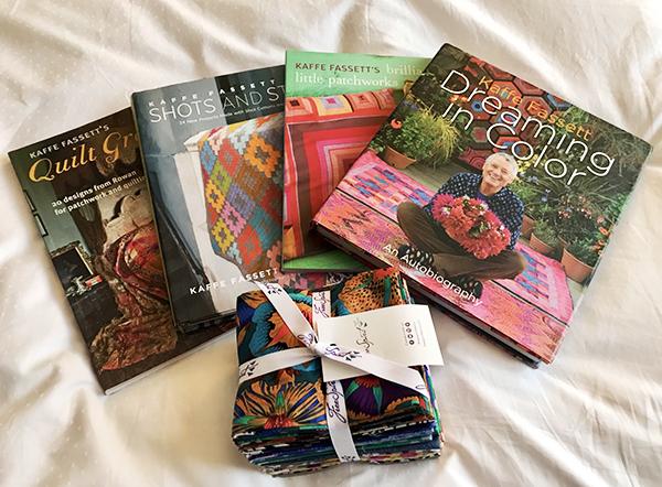 1 de mes 3 défi en courtepointe: Ma collection de livres et de tissus de Kaffe Fasset